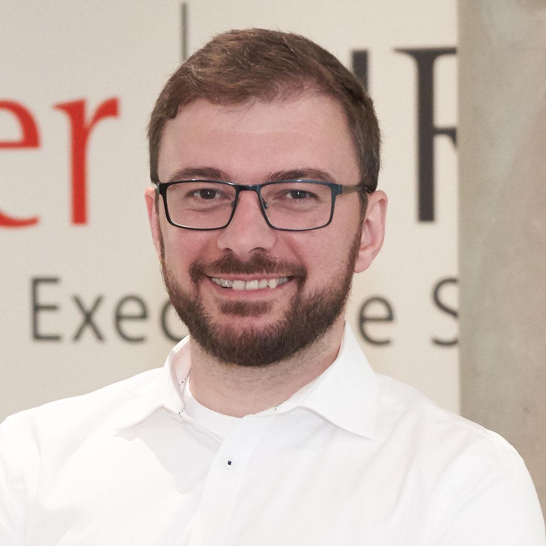 Fischer HRM Internationale Personalberatung Digital Desk: Artjom Walters sucht nach IT-, Digitalisierungs- und Informatik-Experten sowie Führungskräfte für Ihr Unternehmen.